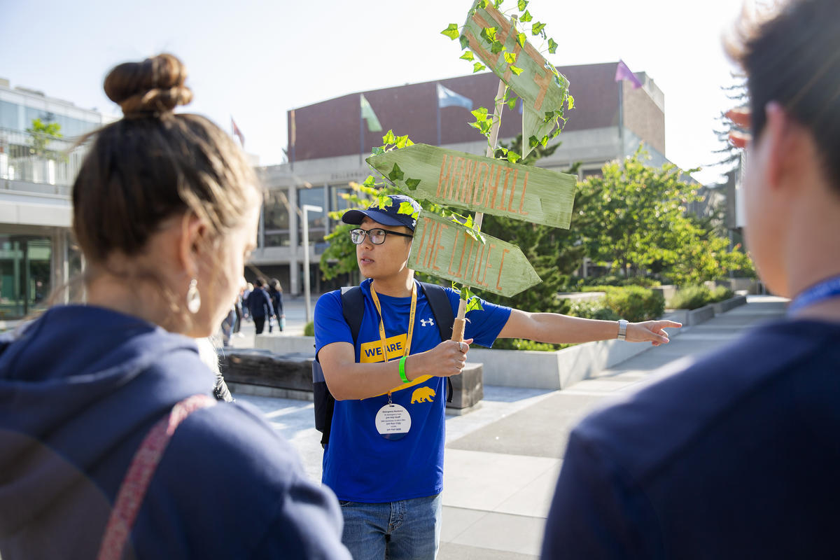 A student giving a tour to new students